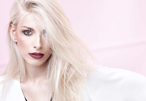 why does blonde hair turn brassy